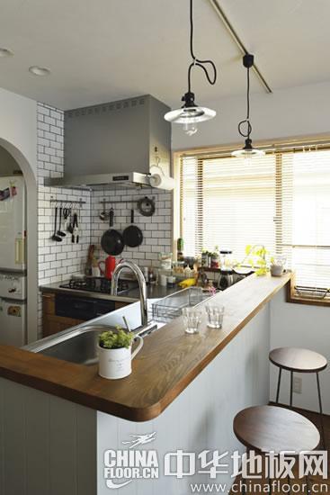 慵懒舒适慢生活 日式木地板居室设计(图)